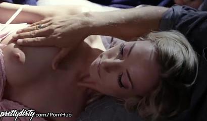 Bräutigam betrügt ihren Schatz mit der leidenschaftlichen Blondine Zoe Parker
